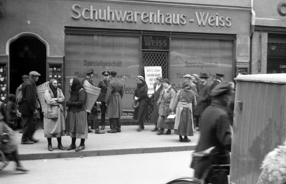 Boykott des Schuhhauses Weiss, Spitalgasse 5, am 1.April 1933